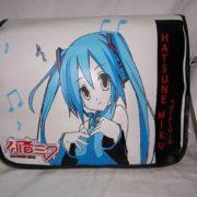 На картинке сумка Вокалоид (Vocaloid), вид спереди.