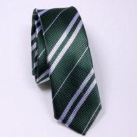 На картинке галстук Слизерина (Хогвартса), общий вид.