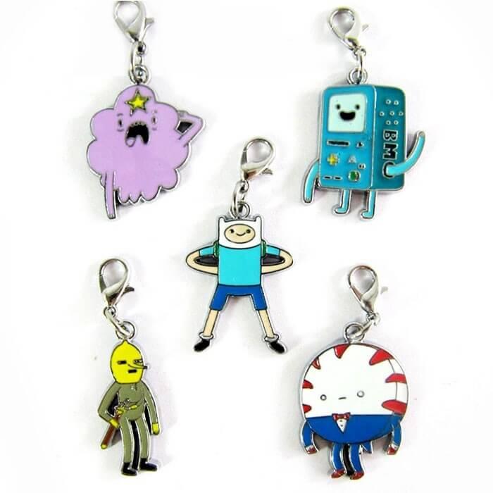 На картинке набор кулонов «Время приключений» (Adventure time) 2 варианта, вариант 2.