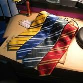 На картинке галстуки факультетов Хогвартса, общий вид.