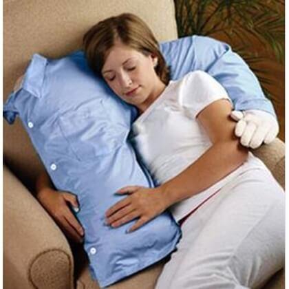 На картинке подушка с рукой, общий вид.