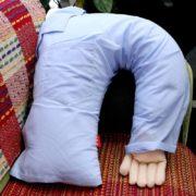 Подушка с рукой фото