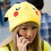 На картинке шапка «Покемон» 3 варианта, вид спереди, цвет желтый.