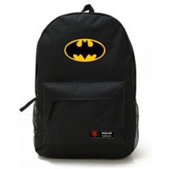 На картинке рюкзак «Бэтмен», вид спереди.