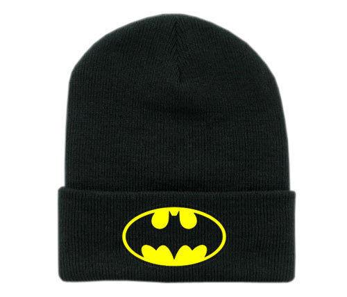 На картинке шапка «Бэтмен», вид спереди.