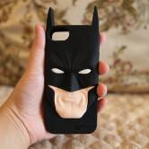 На картинке чехол Бэтмен на айфон 4-4S-5-5S-6 (2 варианта), вид спереди.