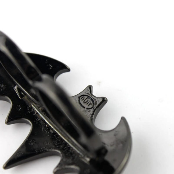 На картинке кольцо «Бэтмен», детали.