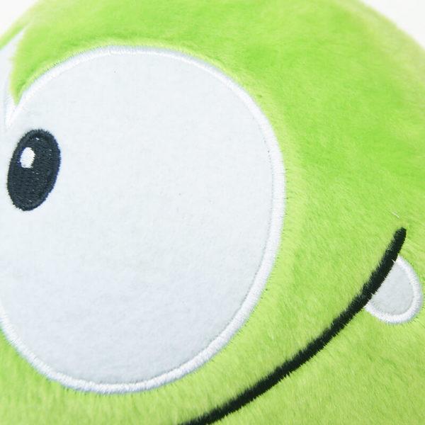 На картинке мягкая плюшевая игрушка Cut the rope (Ам ням), детали.