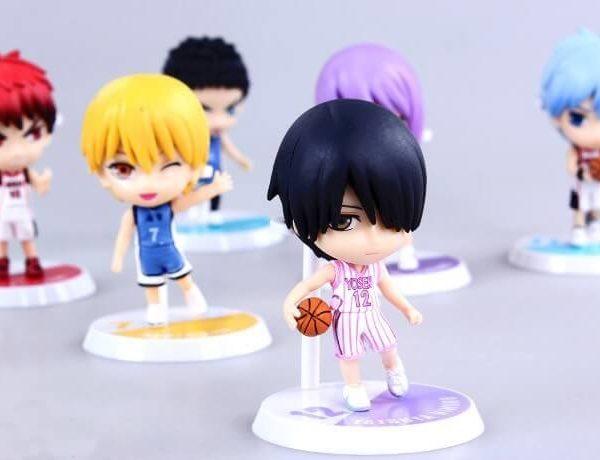 На картинке фигурки Баскетбол Куроко (6 штук), на переднем плане фигурка Химуро Тацуи.