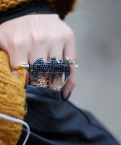 На картинке кольцо «Бэтмен», общий вид.