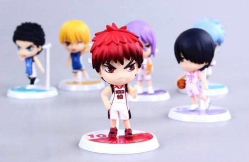 На картинке фигурки Баскетбол Куроко (6 штук), на переднем плане фигурка Кагами Тайги.