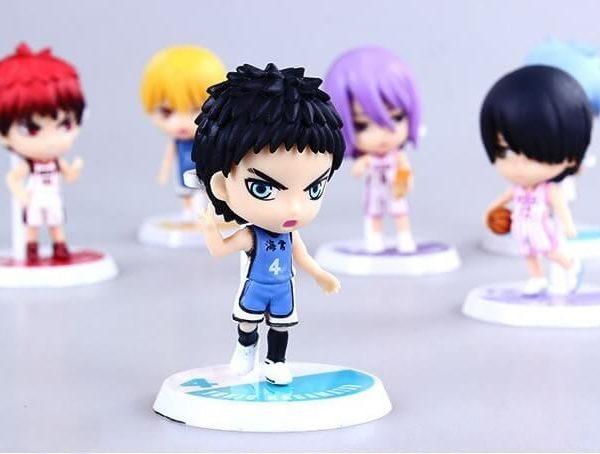 На картинке фигурки Баскетбол Куроко (6 штук), на переднем плане фигурка Касаматсу Юкио.