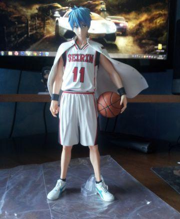 На картинке фигурка Тетсуя Куроко (Kuroko Tetsuya) Баскетбол Куроко, вид спереди.