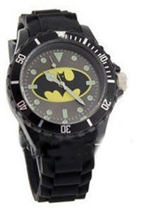 На картинке часы «Бэтмен», вид спереди.