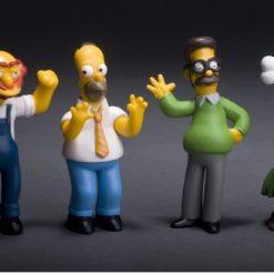 На картинке фигурки Симпсоны (Simpsons), вид спереди.