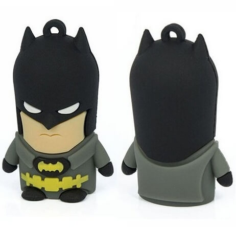 На картинке флешка «Бэтмен», вид спереди и сзади.