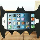 На картинке чехол Бэтмен на айфон 4-4S-5-5S-6 (2 варианта), вид сзади.