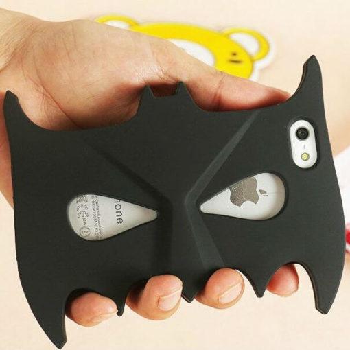 На картинке чехол Бэтмен на айфон 4-4S-5-5S-6 (2 варианта), общий вид.