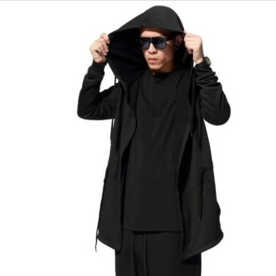 На картинке мантия кочевняя черная с капюшоном, общий вид.