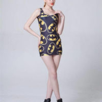 На картинке платье «Бэтмен», вид спереди.