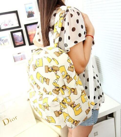 На картинке рюкзак с Симпсонами (Simpsons), общий вид, цвет белый.