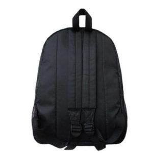 На картинке рюкзак «Бэтмен», вид сзади.