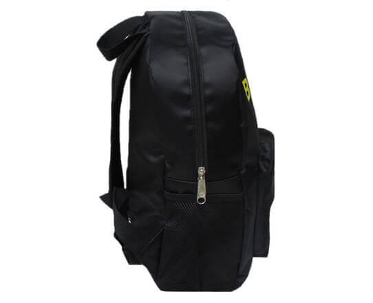 На картинке рюкзак «Бэтмен», вид сбоку.