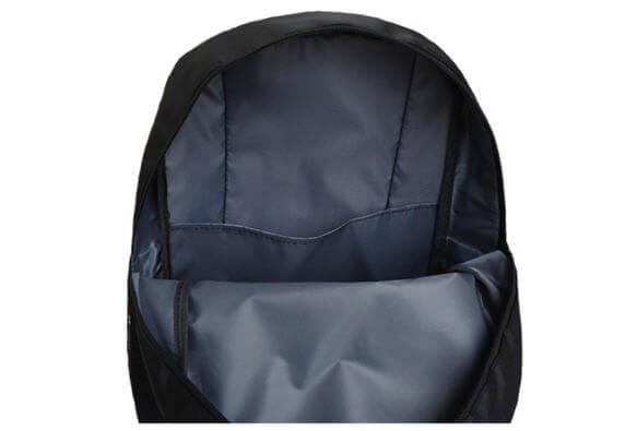 На картинке рюкзак «Бэтмен», вид внутри.