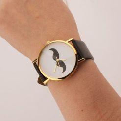 На картинке часы с усами (2 варианта), общий вид, цвет черный.