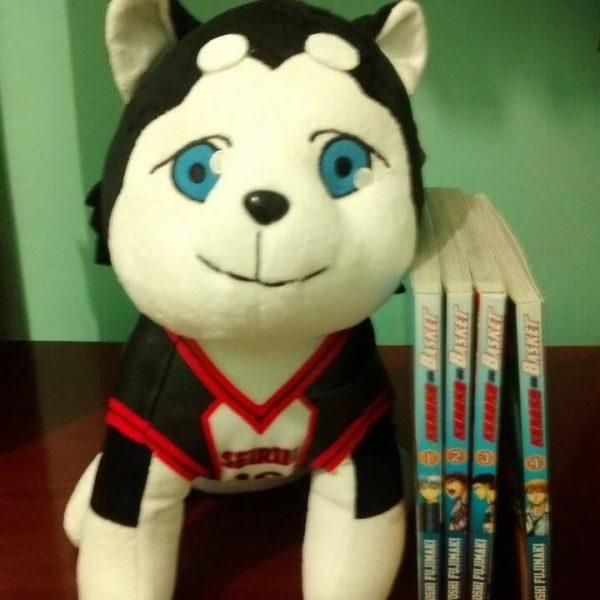 На картинке мягкая игрушка Баскетбол Куроко собака Тецуя 2, вид спереди.