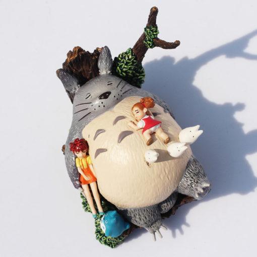 На картинке фигурка Тоторо (Totoro), вид спереди.