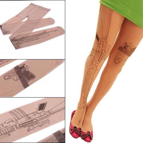 На картинке колготки с имитацией тату «Оружие», вид спереди и детали.
