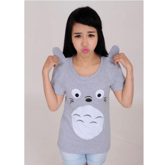 На картинке футболка «Тоторо» (Totoro), вид спереди.