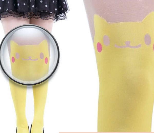 На картинке модные колготки с имитацией чулков «Пикачу» (Pikachu) — Покемон, детали.