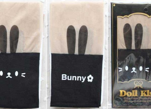 На картинке модные колготки с имитацией чулков «Кролик», вид в упаковке, цвет черный.
