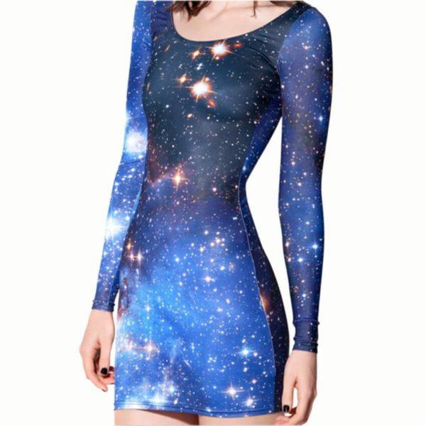На картинке платье с принтом «Космос», общий вид.