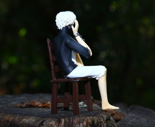 На картинке фигурка Кен Канеки (Kaneki Ken) - Токийский гуль, вид сбоку.