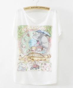 На картинке футболка Тоторо, Котобус и другие, вид спереди.