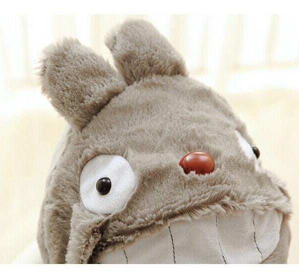 На картинке шапка «Тоторо» (Totoro), детали.