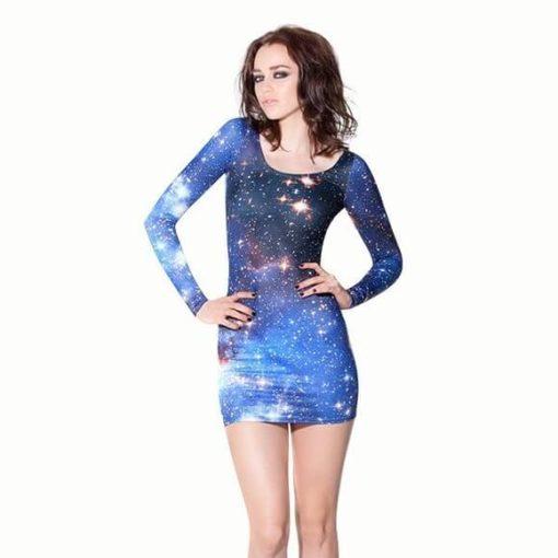 На картинке платье с принтом «Космос», вид спереди.