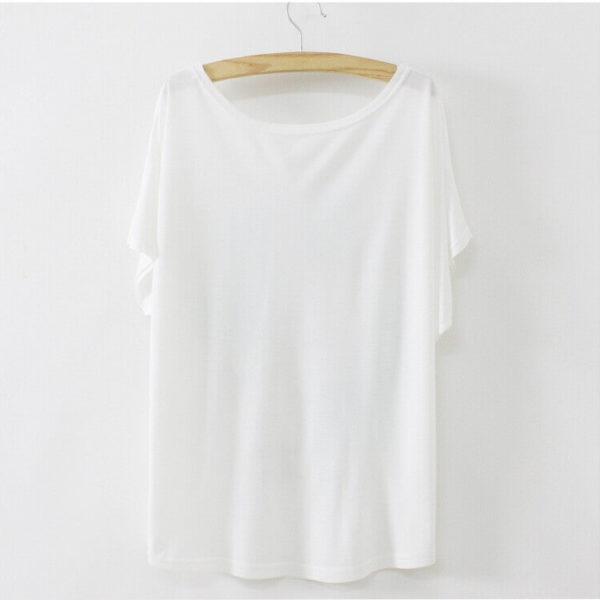 На картинке футболка Тоторо, Котобус и другие, вид сзади.