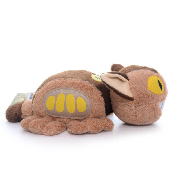 На картинке игрушка Котобус (кот автобус) из аниме «Мой сосед Тоторо», вид сбоку.