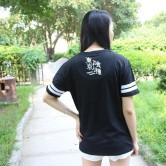 На картинке футболка «Токийский гуль», вид сзади.