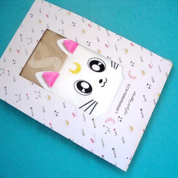 На картинке фантазийные колготки имитация чулок «Сейлормун», в упаковке, цвет белый.