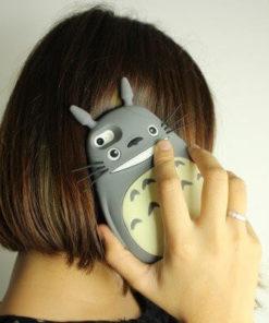 На картинке чехол «Тоторо» на айфон 4-4S-5-5S-6, общий вид.