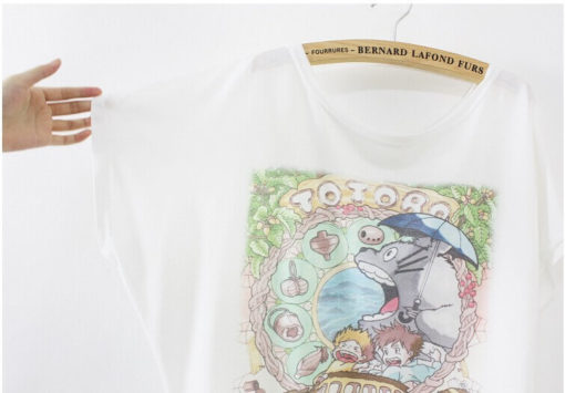 На картинке футболка Тоторо, Котобус и другие, детали.