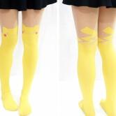 На картинке модные колготки с имитацией чулков «Пикачу» (Pikachu) — Покемон, вид спереди и сзади.