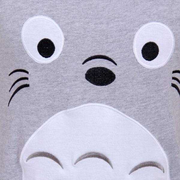 На картинке футболка «Тоторо» (Totoro), детали.