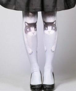 На картинке колготки с рисунком кошки, вид спереди.