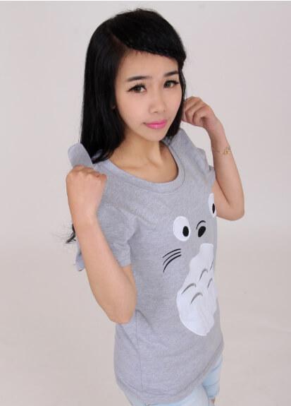 На картинке футболка «Тоторо» (Totoro), общий вид.
